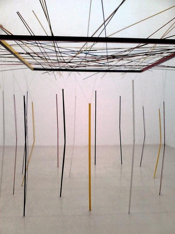 Luciano Fabro, Norte, sur, este y oeste juegan al Mikado (1989-1994). Museo Reina Sofia, 2014 - 2015
